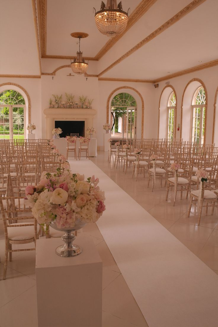 Northbrook Park - Limed chiavari chairs, ivory aisle carpet by www.stressfreehire.com #venuetransformers