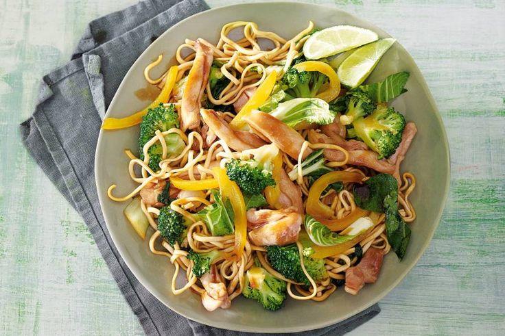 Kijk wat een lekker recept ik heb gevonden op Allerhande! Frisse roerbak met broccoli en kip