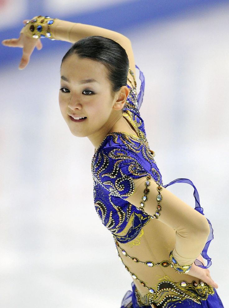 Skating just over two weeks after the death of her mother, former two-time world champion Mao Asada put together a courageous Christmas Eve performance to