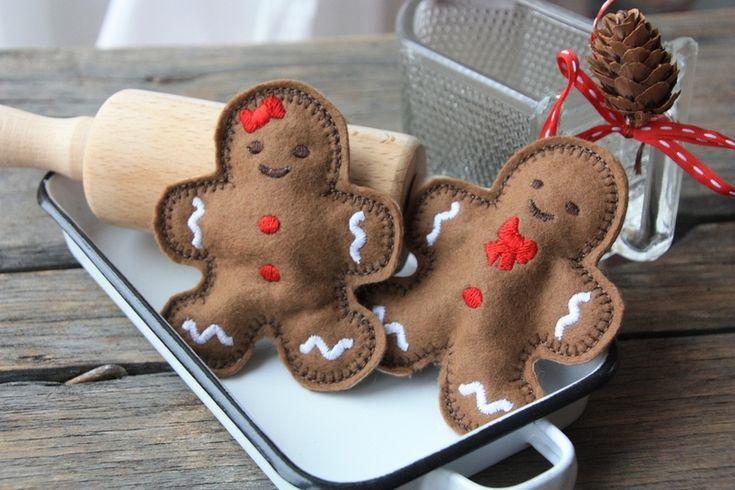 Lebkuchenmann und Lebkuchenfrau, gefüllt mit Watte und aus Filz- schmecken zwar jetzt nicht sooo gut- aber man kann gut mit ihnen in der Kinderküch...