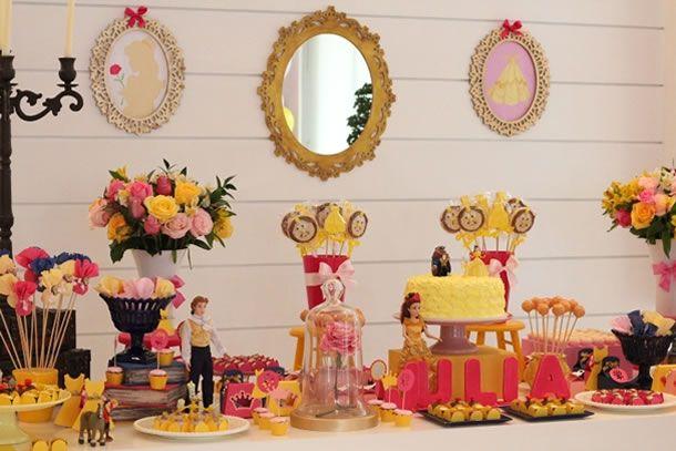 Quem não conhece uma menina apaixonada por uma princesa da Disney? Hoje trouxemos um exemplo disso, uma mesa inspirada na Bela e a Fera.