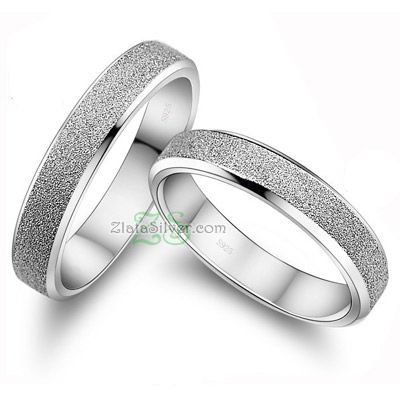 Cincin Kawin YektaModel cincin kawin unik dengan ornamen seperti pasir pada bagian atas cincin  spesifikasi: http://zlatasilver.com/cincin-kawin-yekta.html