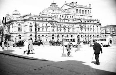 Budynek Teatru im. Juliusza Słowackiego na pl. Świętego Ducha. 1935 r Zbiory NAC