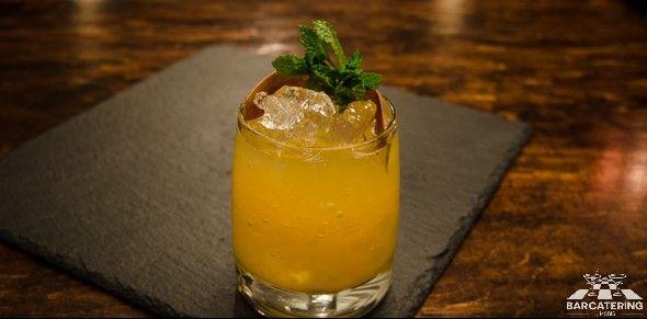PARADISO Raj w ustach, bardzo jedwabisty: przecier z mango - 15ml, rum infuzowany wanilią - 40ml  Przepisy na drinki znajdziesz na: http://mojbar.pl/przepisy.htm