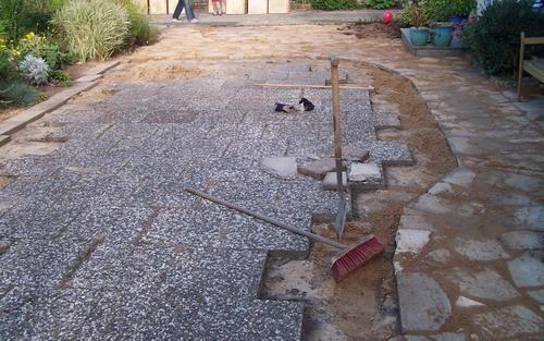 Bruchsteinweg aus Waschbeton - Seite 1 - Gartenpraxis - Mein schöner Garten online