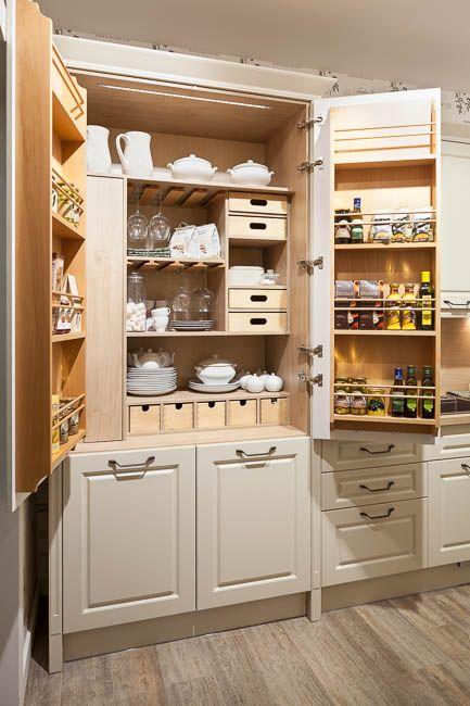 Шкаф-шкатулка, он же буфет - настоящая кладезь для рачительной хозяйки! Здесь есть все, что необходимо для полноценной кухни. #нова #кухнянова #кухня #красиваякухня #кухняпрованс #kitchen