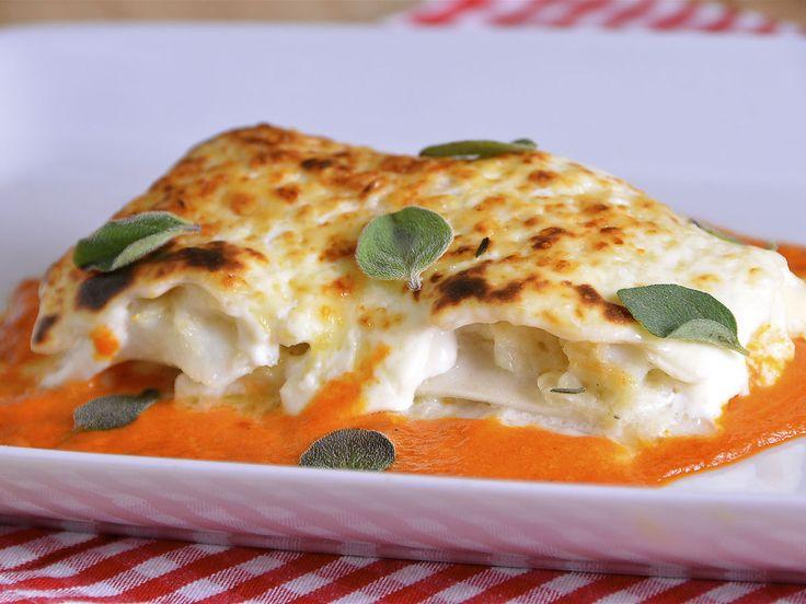 Lasaña de bacalao con salsa de pimientos http://canalcocina.es/video-receta/lasana-de-bacalao-con-salsa-de-pimientos