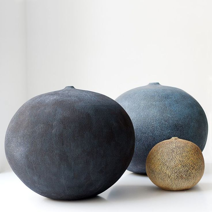 Erna Aaltonen is a Finnish studio potter renowned worldwide for her hand-built sculptural vessels. Her simple elegant forms of coarse stoneware clay with rubbed oxides on their rough, pitted surfaces are for many collectors the very face of the contemporary Finnish aesthetic.  Unlike many of the other leading lights of...