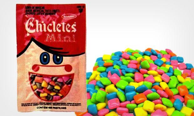 """O Minichiclets tem gostinho de tutti-frutti. E para durar mais é só dar um repeteco"""". Você também se lembra deste slogan? Infelizmente a Adams deixou de fabricar esta delícia em 1998"""