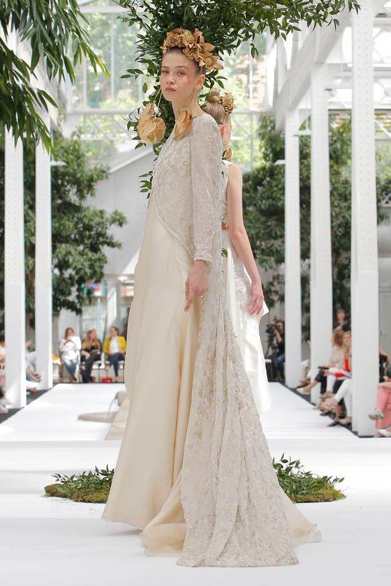fba4f9b74 Vestido de novia dorado con abrigo