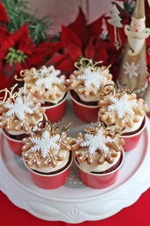 スノーフレークのレッドベルベットカップケーキ」vivian | お菓子 ...