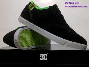 Sepatu Casual Update stock sepatu casual pria.  Contact kami : SMS Center : 081315979176 / 085725396070 BB Messenger : 22335085