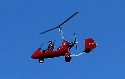GIROCOPTER - EuZbor.ro sustinut de FlightBooster.com  Girocopterul este o aeronavă unică ce există în lumea aviației de decenii. Denumit și autogiro (in greacă auto = de sine + giros = rotire), a fost prima aeronavă care folosește aripă rotativă și poate zbura cu succes, fiind...» Află mai multe