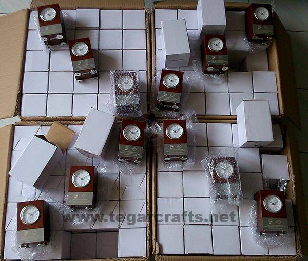 Analog Deskclock type W092, 250 pieces. Dinas Penanaman Modal dan Pelayanan Terpadu Satu Pintu (DPMPTSP) Kota Bogor Jawa Barat, Indonesia. March 27, 2017