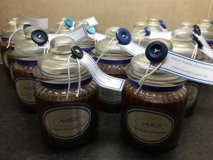 Voor de jarige Axelle potten ontworpen. Artisanale chocopasta (Sweet'n Salt) als bedankje ipv snoep.