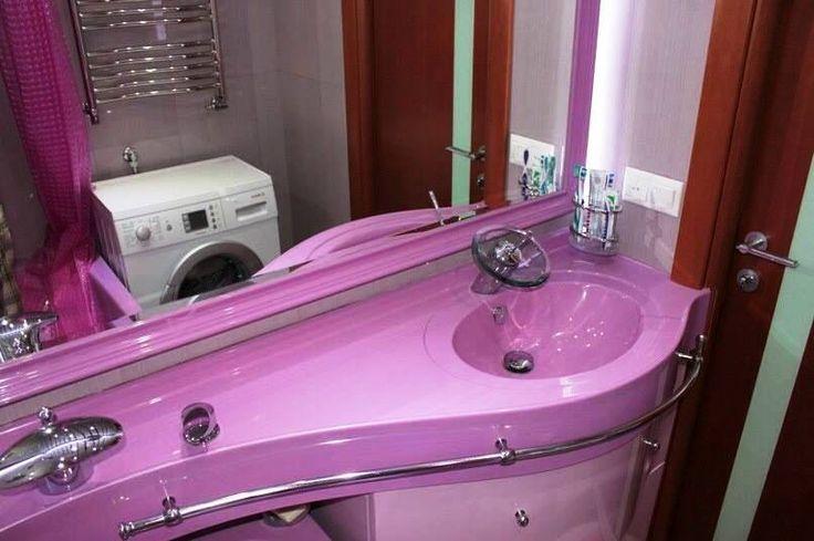 Раковина с большой столешницей повысит комфорт любой ванной комнаты.