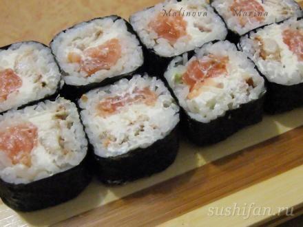Толстые роллы с лососем, угрем и сливочным сыром