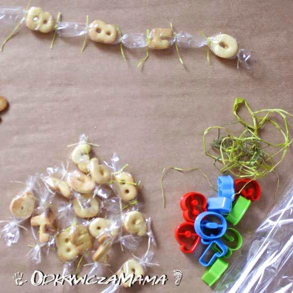 Czy wiedzieliście, że podczas jedzenia słodyczy dzieci mogą poznać podstawy matematyki?Foremki znajdziecie w naszym sklepie: http://www.kuchnianawidelcu.pl/product-pol-869-Foremki-do-ciastek-w-postaci-cyfr-i-znakow-matematycznych-komplet-21-szt-.html