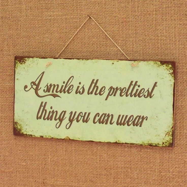 A smile is the prettiest thing you can wear! Vintage sign made of MDF wood. You can hang it on your wall, door, cupboard or anywhere else. Dimesnions 26x12,7 cm and 0,4 cm thick.