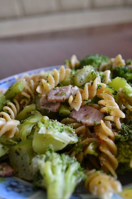 Pasta with broccoli and ham