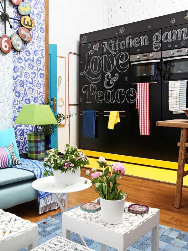 #Cocina abierta al salón: Estilo industrial Monta un frente de armarios verticales a lo largo de una pared