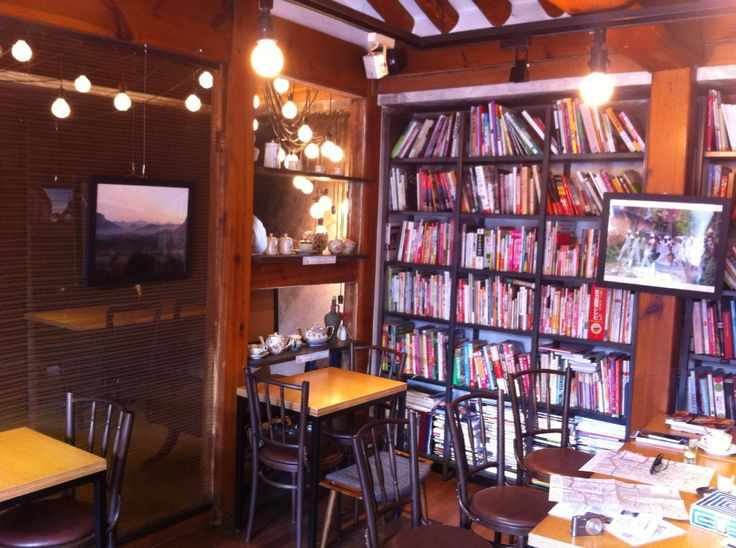 Books Cooks Café & Food Gallery - Awesome cafe with a huge library of cook books. They offer afternoon tea, a lovely menu of loose leafe teas and Cuban sandwiches. It's located right in the heart of Bukchon Village