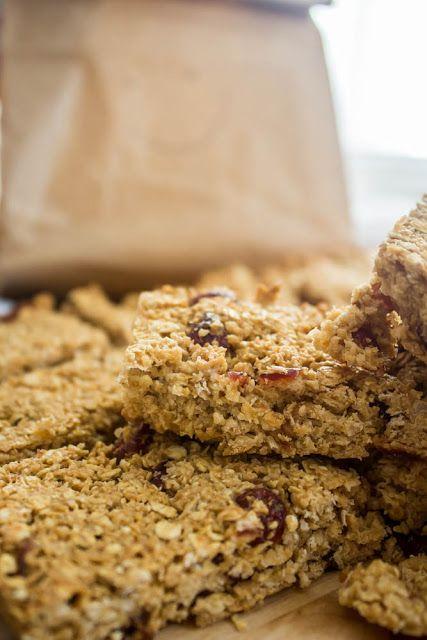 Μπάρες με βρώμη, αμύγδαλο, καρύδα και cranberries - Myblissfood.grMyblissfood.gr