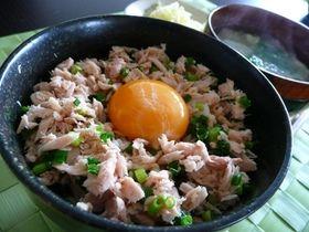 Super easy breakfast ★ tuna Tamagodonburi (tamago kake gohan)