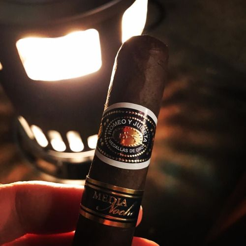 #romeoyjulieta #medianoche #cigars #cigar #CigarsForTheWin...