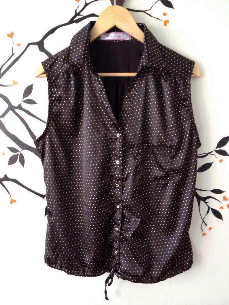 Blusa negra con estampado de puntos
