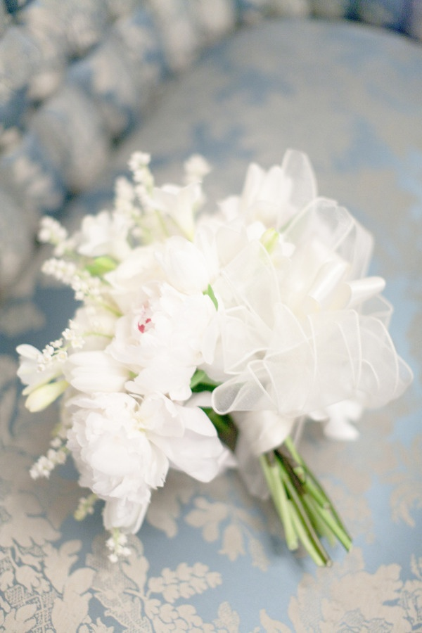 An older style bouquet ~ recreated in the image of the bride's grandmother's bouquet ~ Photography by lesleemitchell.com