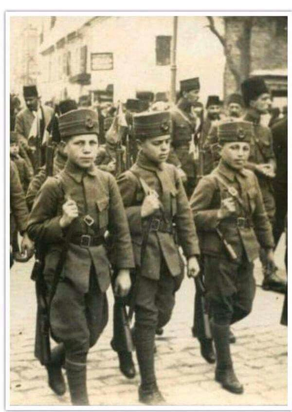 15. years old soldiers going to Gallipoli