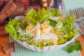 Салат со свежей капустой и кукурузой