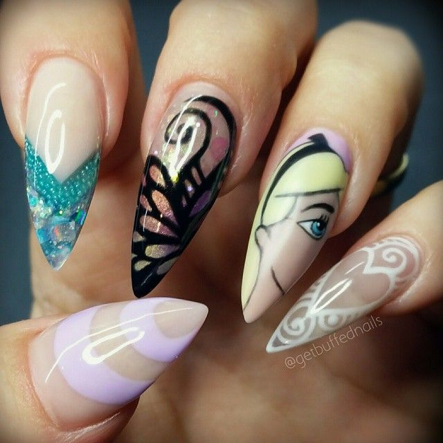 Alice in Wonderland nails. # Disney nails. Super Gorge. ♡ Pinterest @pietmanie