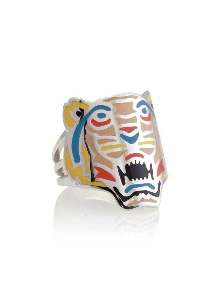Kenzo's tijgermotief veroorzaakte flink wat mode furore dit seizoen, deze tijger ring in diverse kleuren maakt de fashionable look dan ook tot in de puntjes af. Coole en eigenzinnige ring, uitgevoerd in 925 sterling zilver.