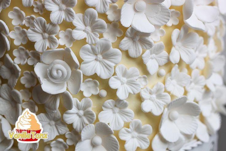 VanilleTanz: Kleine Blumen aus Fondant/Blütenpaste