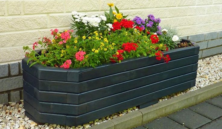 Der Pflanzkübel Anthrazit Pilsen wird aus der Kiefer und Fichte gefertigt. Der Blumenkübel ist in der Farbe Anthrazit oder Honigbraun erhältlich. Unser Pflanzkasten misst 120 x 45 x 32 cm . Diese und weitere Pflanz- und Blumenkübel aus Holz finden Sie unter http://www.meingartenversand.de/pflanzkuebel/pflanzkuebel-holz.html