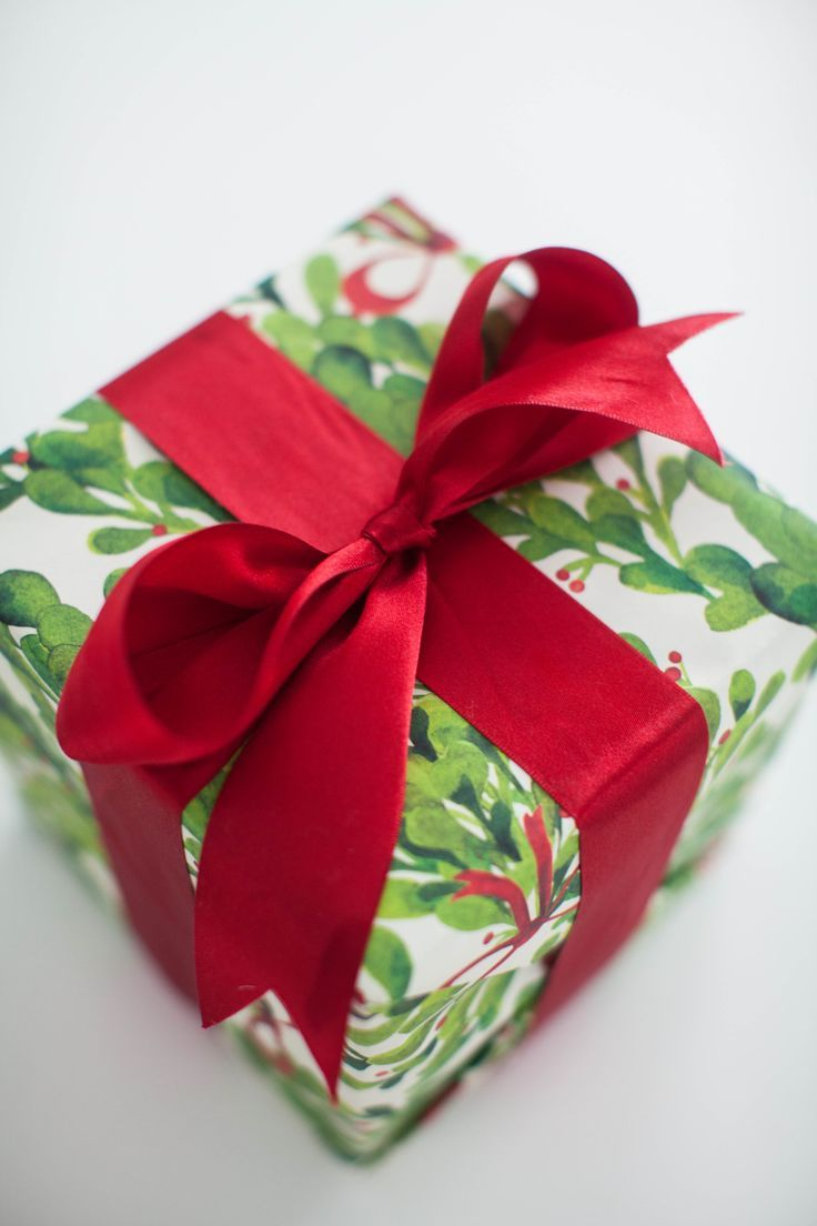 Use Leftover Wrapping Paper as a Photo