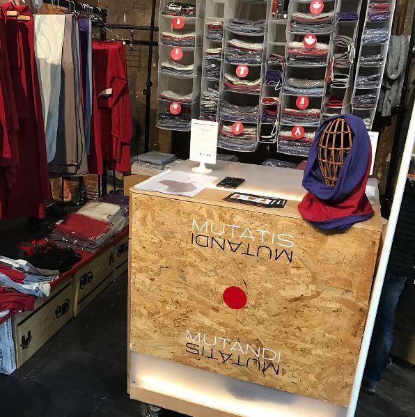 Esta mañana hemos acabado de montar el stand, comenzamos!!!! en Palo Alto Barcelona #mutatisypunto #ropa #ropaalgodon #ropavalencia #lifestylevalencia #lifestylebarcelona #lifestyle #barcelona #market