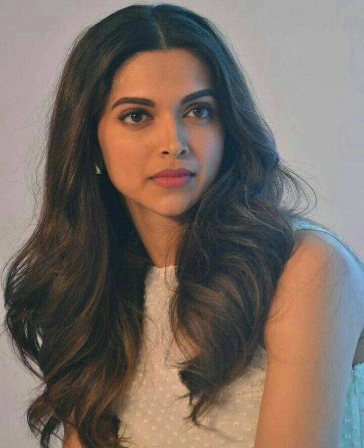 Best 25+ Deepika padukone hair color ideas on Pinterest ...