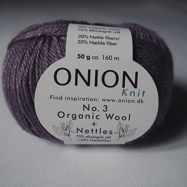 Vi har fået skønt garn fra Onion  Økologisk uld med nældefiber - og så er det dejlig blødt! #onionknit #oniongarn #økologisk #garn #strik #hækle #organic #yarn #wool #nettles #knitting #crochet #ecoknittingdk #tagsforlikes #vsco #vscocam #vscogood #vscophile #vscogrid