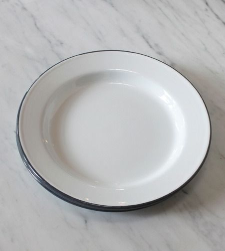 As seen in Sunset Magazine! Our stylish enamel plates are perfect for outdoor entertaining at picnics and barbecues, or as camp plates. The smooth and seamless white finish with a double layer of colo