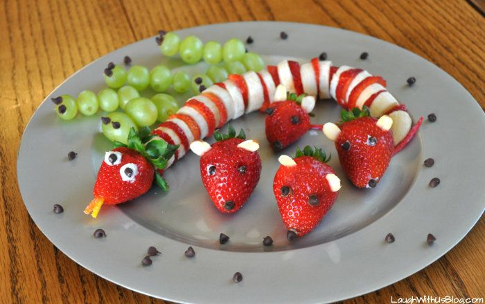 Animal Fruit Snack platter - Cute idea only - looks like the grapes are on bamboo skewers and the snake is strawberry & banana slices, mini choc. chips for eyes, vanilla frosting for glue and cut sour tape candy for tails and snake tongue. Fun for kids to make and eat!