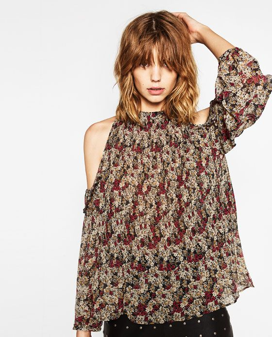 Image 2 of FINELY PLEATED AND PRINTED CUT-OUT BLOUSE from Zara