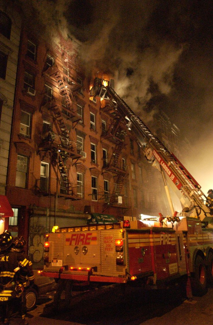 Four alarm fire at new york city high rise injures 24 people two critically fox news - Fdny Members Respond To A 3 Alarm Fire In Manhattan 2004