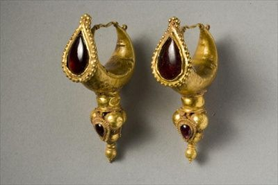 Earrings (gold & garnet), Parthian, (2nd century AD)