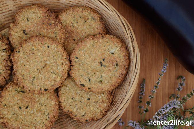 Σπιτικά Κρακεράκια βρώμης με μελιτζάνα, σκόρδο και φρέσκο δυόσμο - Homemade oat crackers with eggplant, garlic and fresh Spearmint http://www.enter2life.gr/25520-spitika-krakerakia-vromis-me-melitzana-skordo-kai-fresko-dyosmo.html