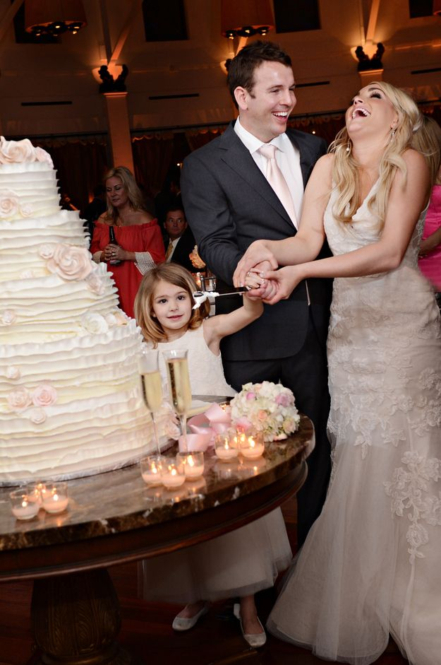 Can't wait for more pics. Best of luck to the happy couple!   Jamie Lynn Spears' Wedding Photos Are Super Adorable