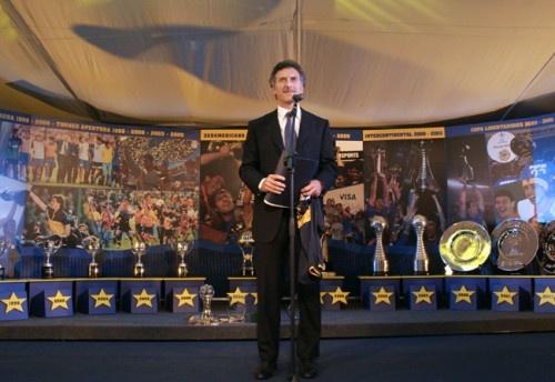 Exhibición de trofeos en evento homenaje a Mauricio Macri. 2007.
