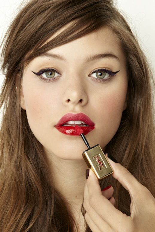 Holiday beauty look: cat-eye liner & red lips #beauty #makeup #hair
